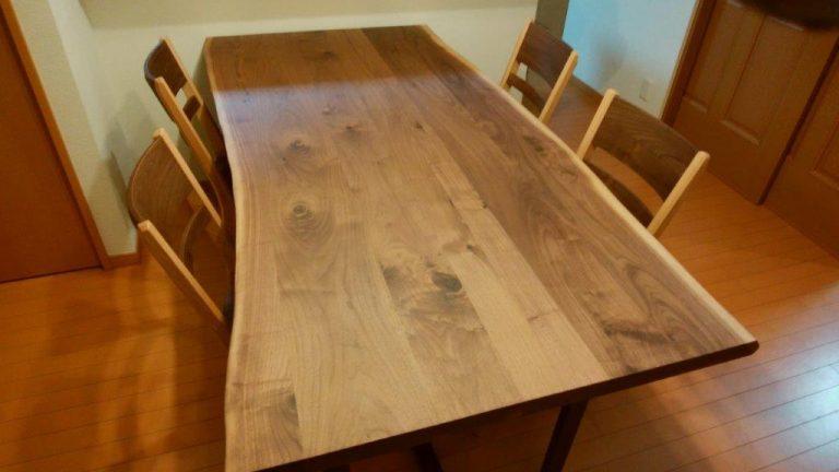 自然の木目を活かした1点もののダイニングテーブルをお届けしました!